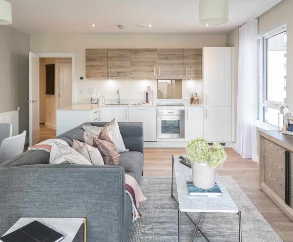 This striking waterfront development comprises a collection of stylish apartments along with an extensive range of amenities to form a new riverside destination, all just 43 minutes by train from Central London.